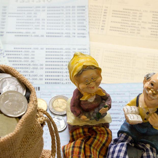 """Descubre qué es el """"dinero de vuelta"""" y cómo puede facilitar el acceso al efectivo en la España vaciada (Foto Bigstock)"""