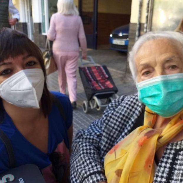 La Fundación Harena necesita con urgencia 50 voluntarios que acompañen a mayores solos en Málaga. Foto: Fundación Harena