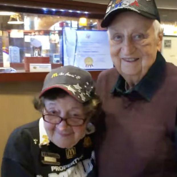 Captura del vídeo Good Morning America. Ruthie y un compañero de trabajo.