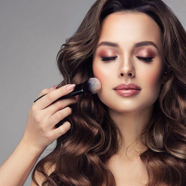 8 productos imprescindibles que no pueden faltar en tu neceser de maquillaje Foto: bigstock