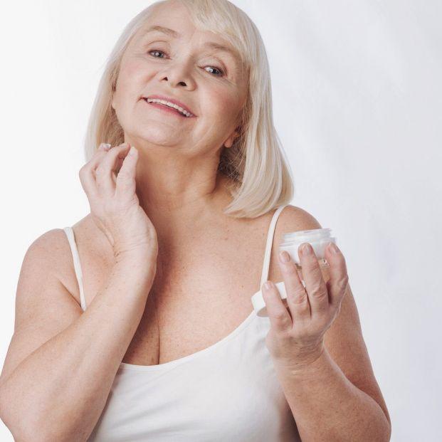 Cómo evitar que el cuello delate la edad (Big stock)