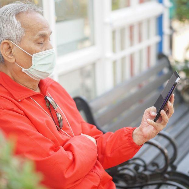 ¿Por qué nos llegan cada vez más SMS de empresas si entre particulares ya no los usamos? (Foto Bigstock)