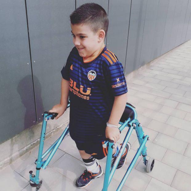 Joan, el niño con parálisis cerebral que ayuda a otros en su misma situación a través de Instagram