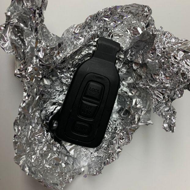 Por qué deberías llevar las llaves del coche con papel de aluminio