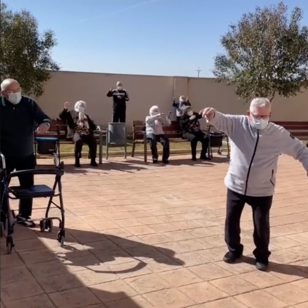 'Los abuelos tiktokers' se vacunan y lo celebran con este vídeo que arrasa en Internet