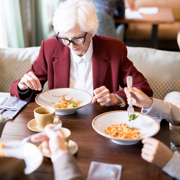 Trastornos de la alimentación en personas mayores (bigstock)