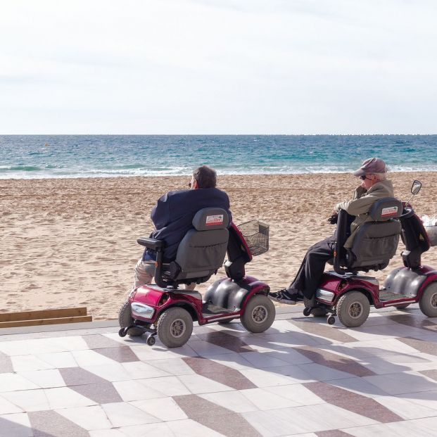 Scooters para personas mayores con problemas de movilidad: tipos (Foto-Bigstock)