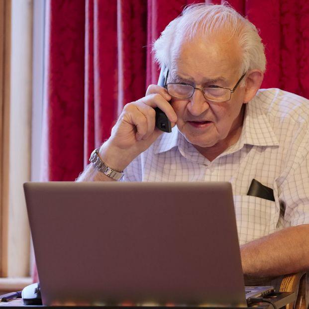 """""""Paga tu multa"""": La DGT alerta sobre una estafa que llega a través de correo electrónico (bigstock)"""