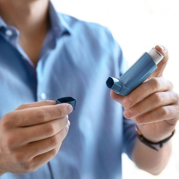 Cómo usar correctamente un inhalador de dosis medida (Bigsctock)