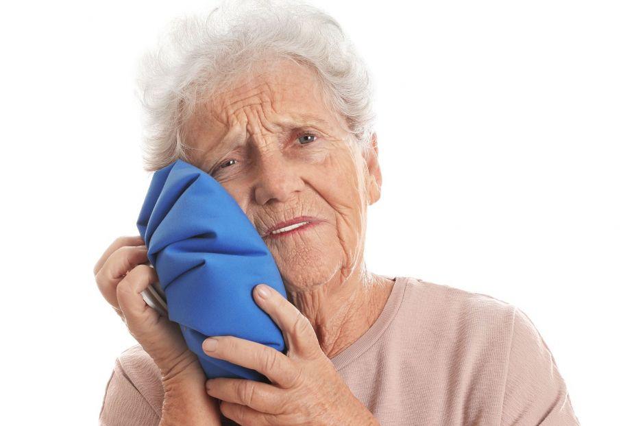 6 remedios caseros para aliviar el dolor de muelas. Bigstock