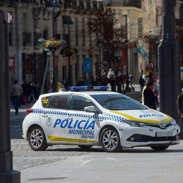 Prisión para un policía local detenido por matar a una anciana empujándola por las escaleras