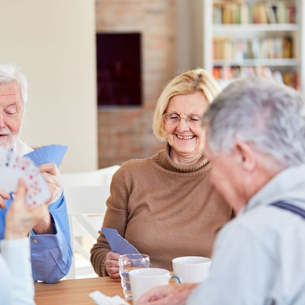 Personas mayores en un rato de ocio (bigstock)