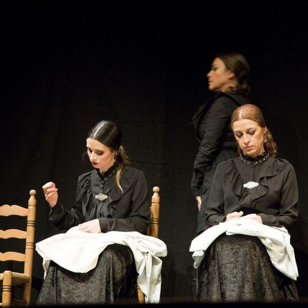 Escena de La Casa de Bernarda Alba, en el Teatro de Triana de Sevilla el 6 de abril (monicatello.es)