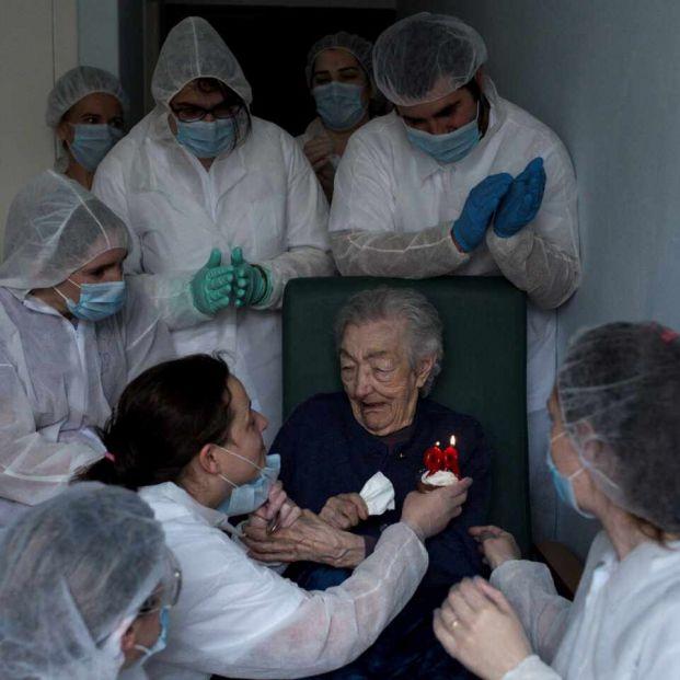 Brais Lorenzo, el 98 cumpleaños de Elena y la foto que no para de recibir premios en todo el mundo