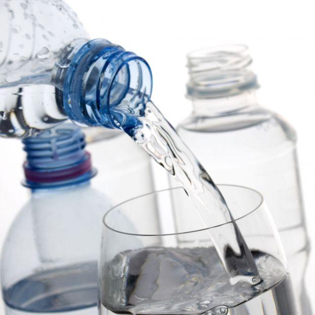Agua embotellada del supermercado: tipos