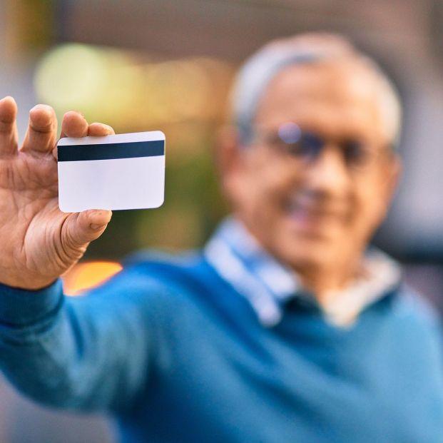 ¿Qué tarjetas acreditan que eres jubilado en cada comunidad autónoma? Foto: bigstock