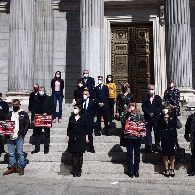 EuropaPress 3611119 varias personas sostienen pancarta donde puede leer conseguido aprobada ley (1)