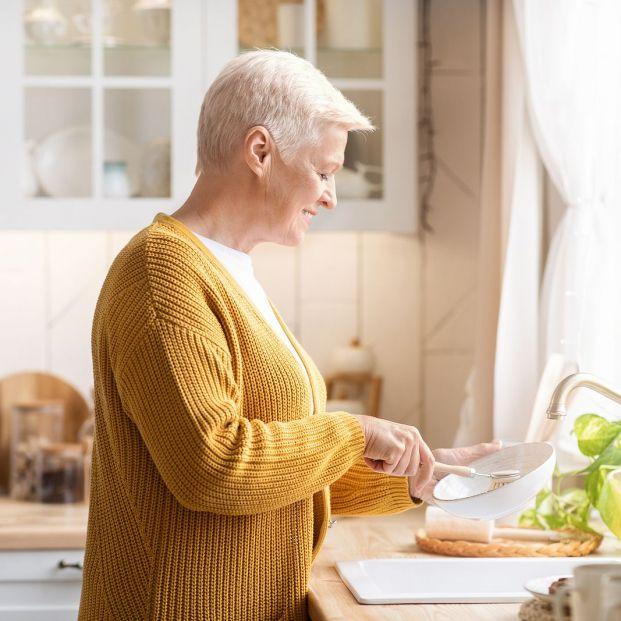 6 errores que cometes al fregar los platos Foto: bigstock