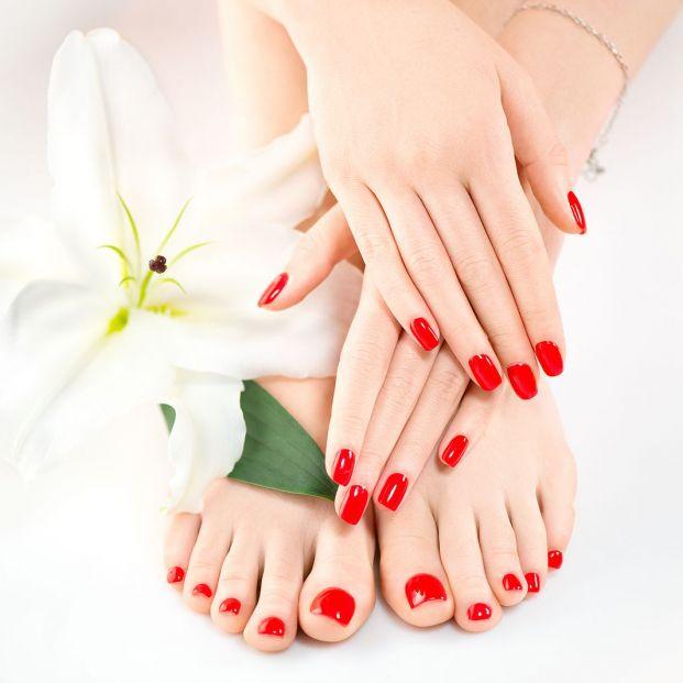 Llevar siempre las uñas pintadas puede ser perjudicial para su salud