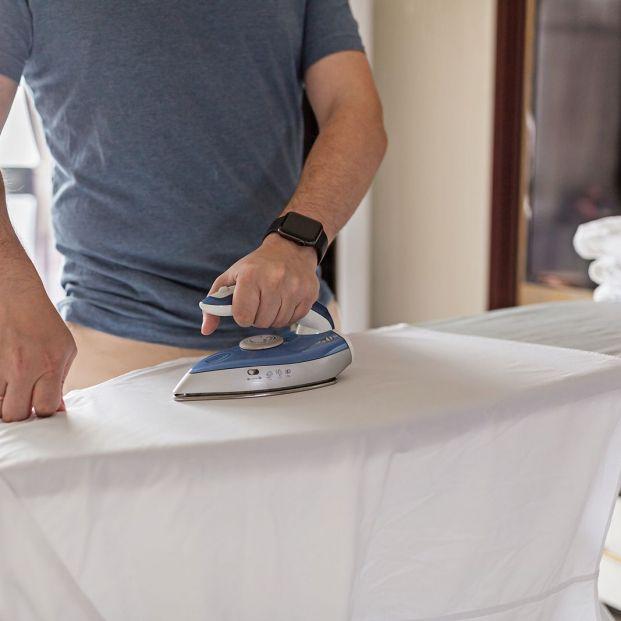 Cómo planchar una camisa para que quede impecable foto: bigstock