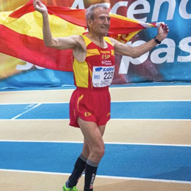 Manuel Alonso, atleta de 85 años, acaba de batir el récord mundial de los 800 metros lisos Foto: RFEA