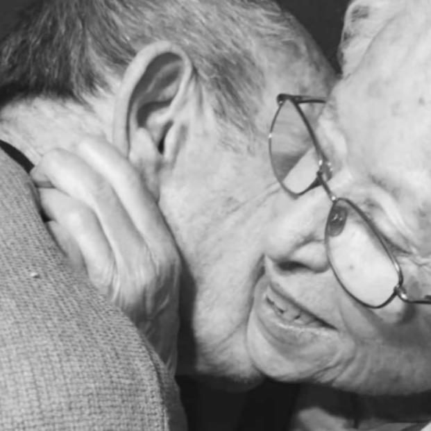 VÍDEO: El conmovedor reencuentro de un matrimonio de ancianos separados por el coronavirus