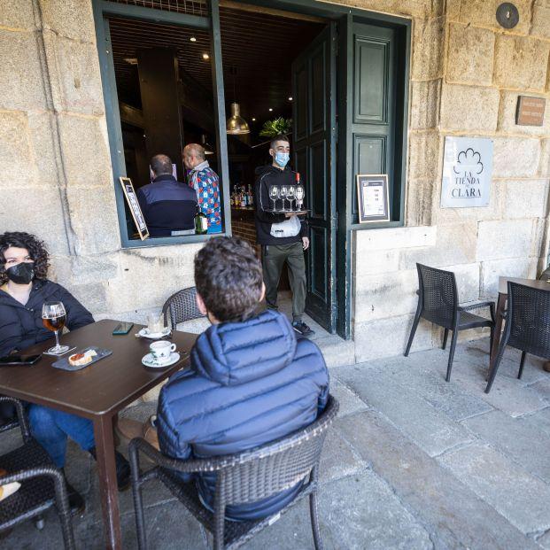 Sanidad y las CCAA aprueban recomendar el cierre del interior de los bares en zonas de alto riesgo