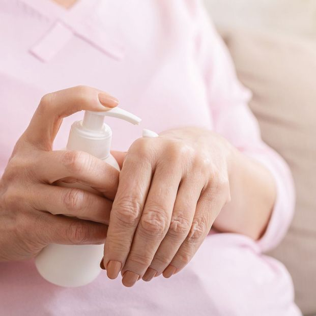 Lo que haces mal al ponerte la crema hidratante