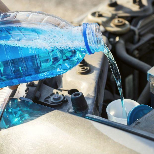 Aceite, refrigerante y líquido de frenos, cuándo cambiarlos y cómo revisarlos para evitar sustos (Foto Bigstock)