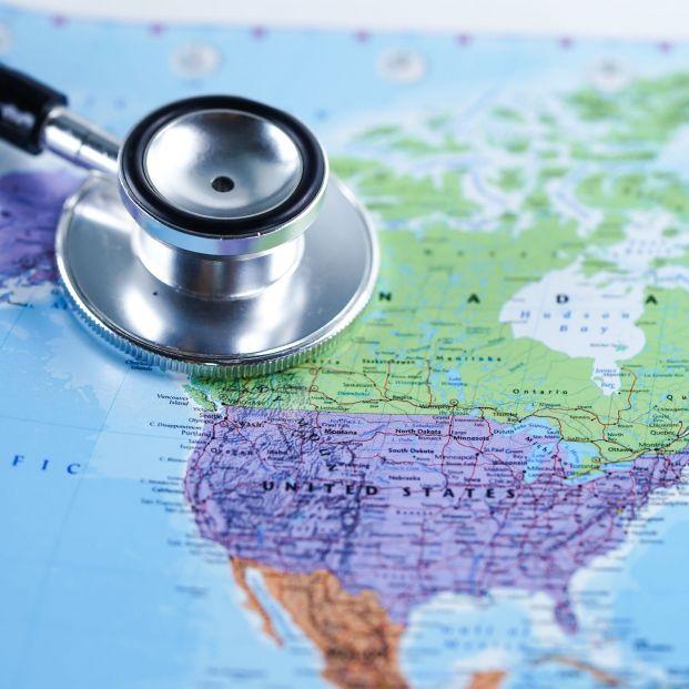 Mapa del mundo. Seguro de viajes  (bigstock)