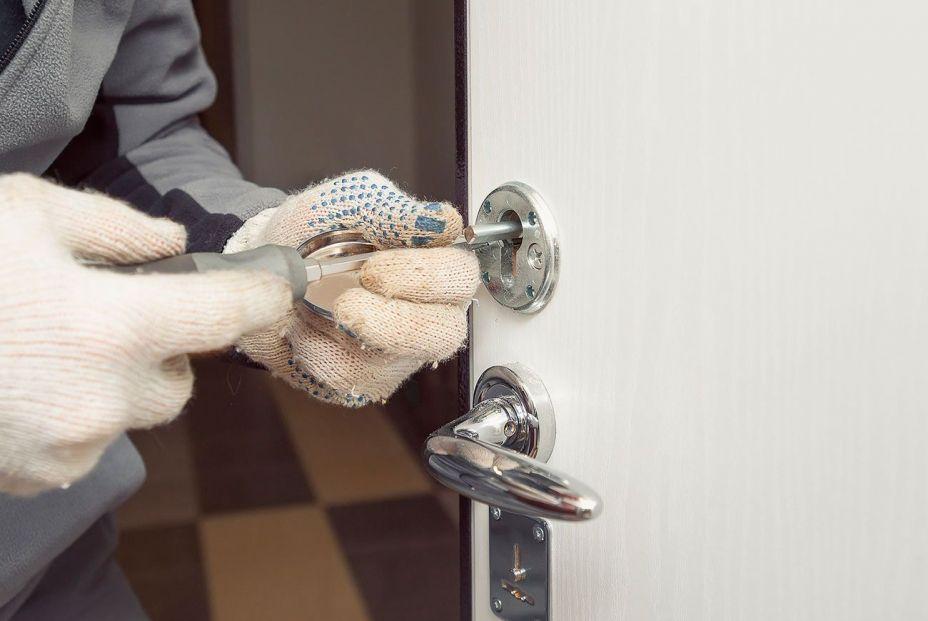 ¿1.066 euros por abrir una puerta? Sigue estos consejos para evitar facturas de cerrajeros abusivas