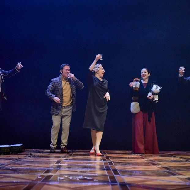 Varios miembros del reparto de El jardín de los Cerezos en el Teatro Nacional de Cataluña (TNC)