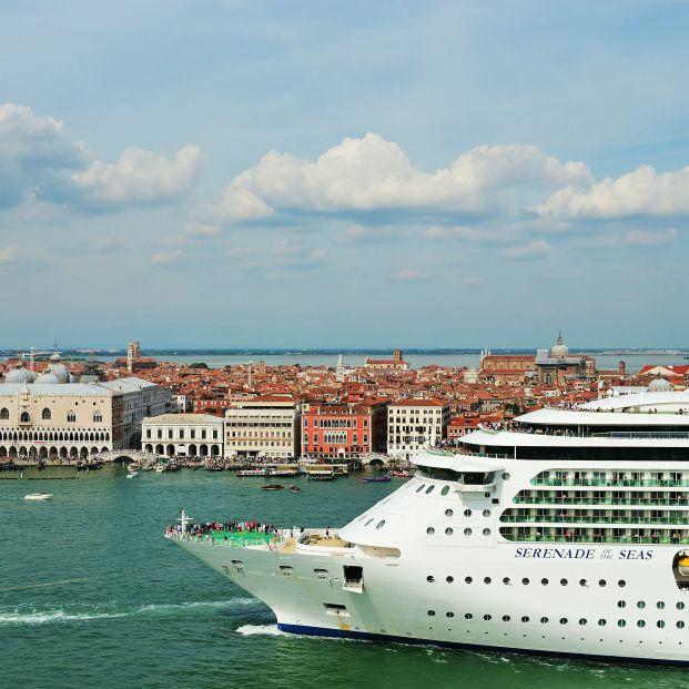 El Gobierno de Italia prohíbe a los grandes barcos cruzar el centro histórico de Venecia (bigstock)