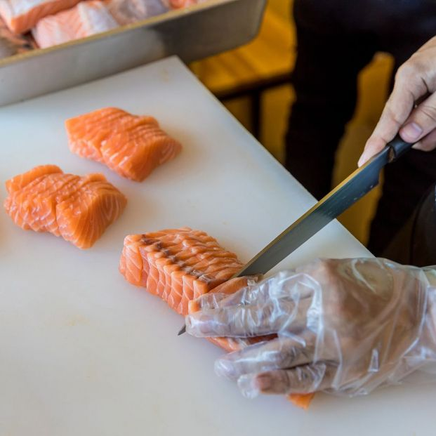 Descubren nuevos beneficios del pescado azul en personas con riesgo de Alzheimer