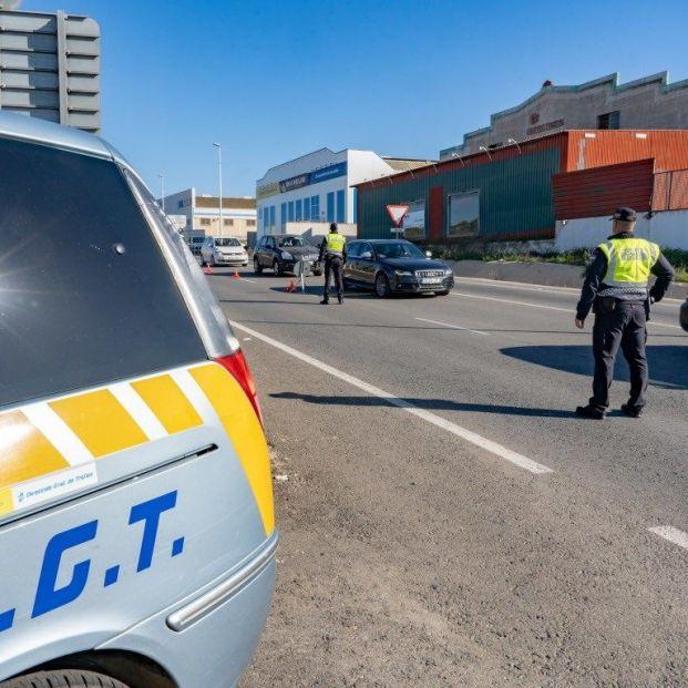 La DGT aclara que no puede sancionar a los conductores por no usar mascarillas en los vehículos