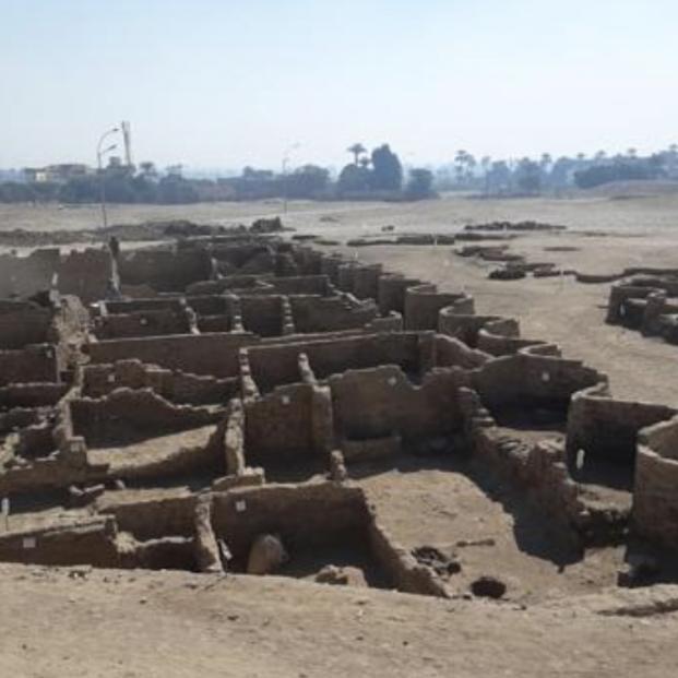 Hallan en Egipto la 'Ciudad Perdida' de Luxor, el mayor descubrimiento desde la tumba de Tutankamón - Facebook de Zahi Hawass