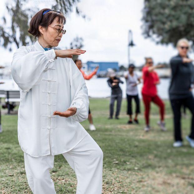 El Tai Chi, una práctica ancestral contra el dolor lumbar. Bigstock