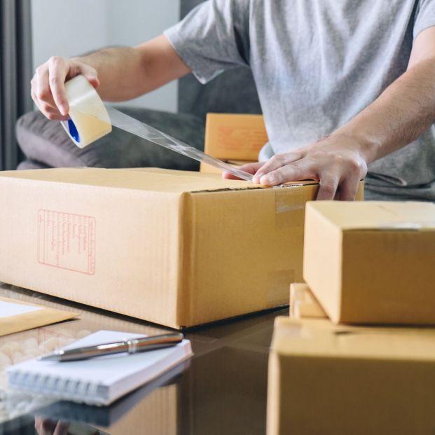 Devolución compras por internet (Bigstock)