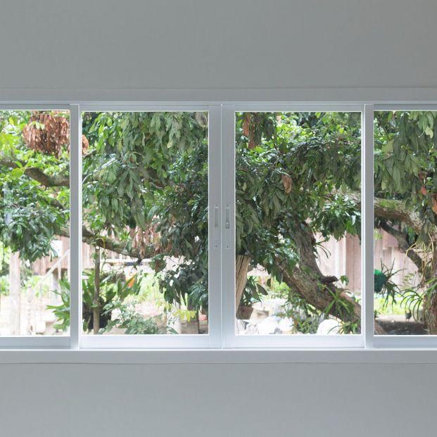 Cómo limpiar los rieles de las ventanas  de una forma sencilla y eficaz