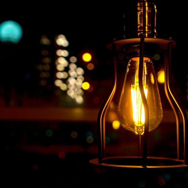 La nueva factura de la luz oculta un importante fallo que OCU exige corregir