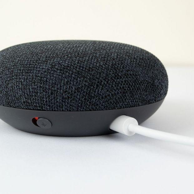 Estos son gadgets más populares del mercado por menos de 50 euros. Google Home Mini Foto: bigstock