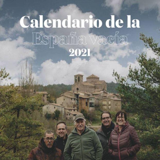 Doce pueblos a punto de desaparecer salen del olvido en un calendario al estilo del mítico Pirelli