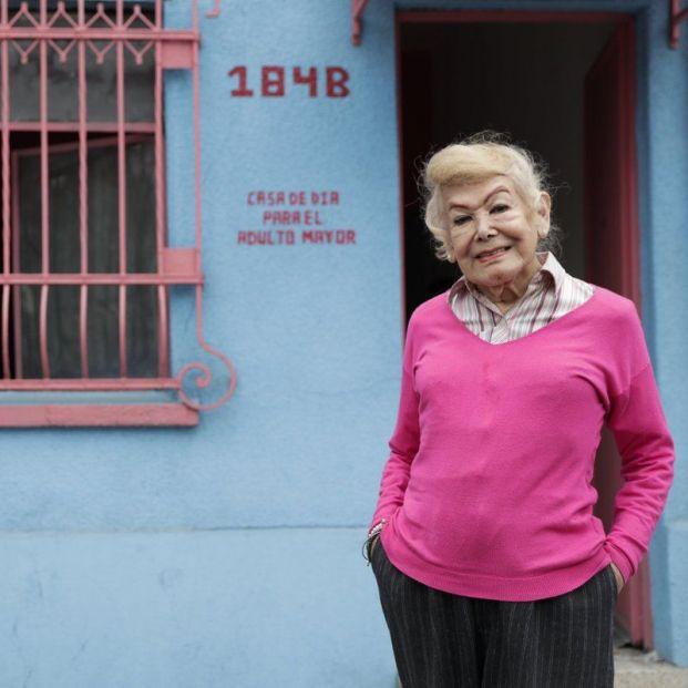"""Samantha Flores, 88 años y fundadora de un centro para mayores LGBT: """"Luchamos contra la soledad"""""""