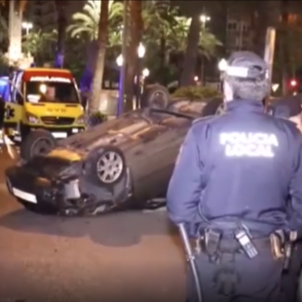 Tres heridos en un aparatoso accidente en el centro de Alicante