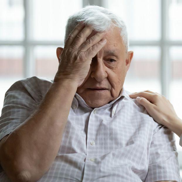 El vértigo persistente puede ser una señal de ictus o de otras patologías graves