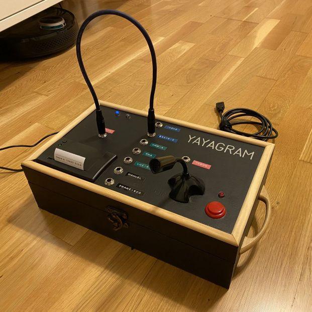 Yayagram, la alternativa al móvil para comunicarte con tus nietos al estilo 'Las chicas del cable'