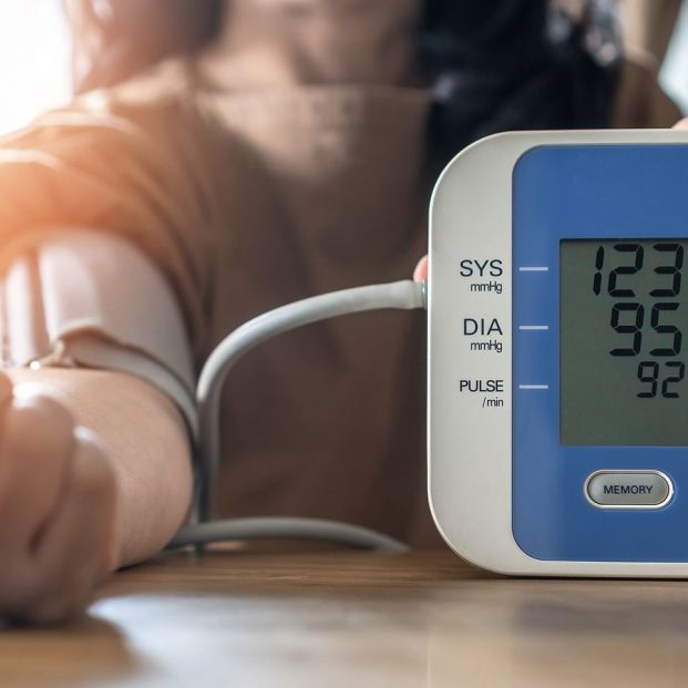 Por qué la presión arterial es distinta en cada brazo y la importancia de controlarla en ambos (Foto Bigstock)