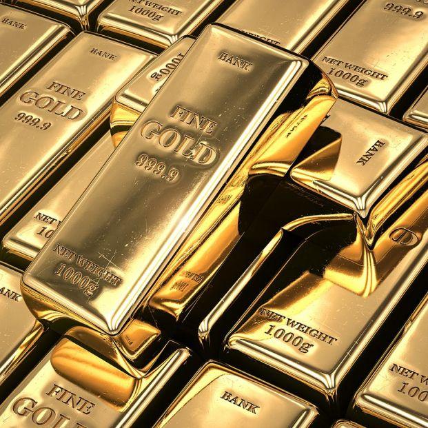 Cómo invertir en oro: ¿comprar joyas, lingotes o productos financieros?