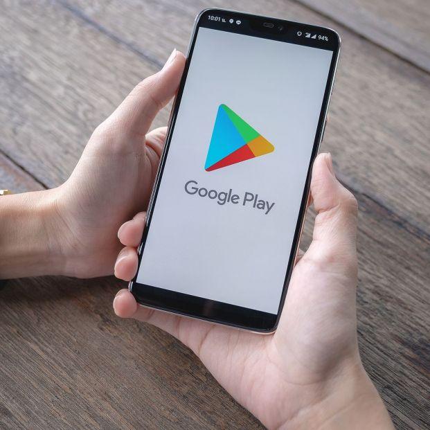 Los ciberdelincuentes pueden instalar programas maliciosos que adquieren o descargan aplicaciones de Google Play