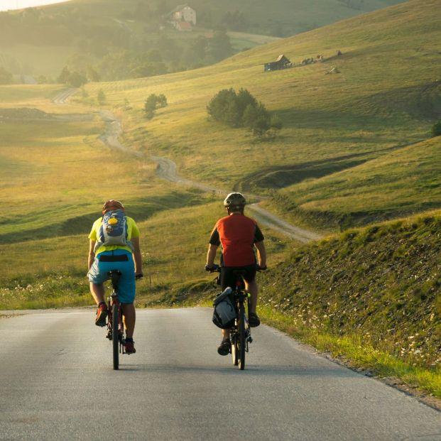 Celebra el Día de la Bicicleta con estas cinco rutas por España (big stock)